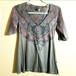 Curious Gypsy Airbrushed Deep V Neck Tee Shirt M